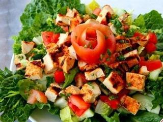 Куриный салат в острой заправке