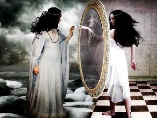 Зеркало, окно в иной мир.