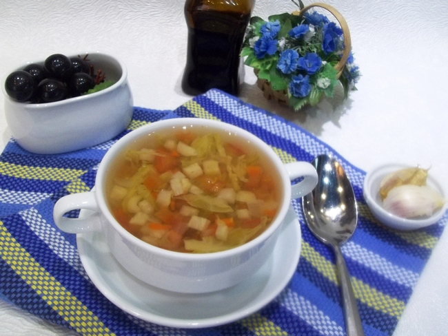Преимущество постных овощных супов, в том, что они хороши и в холодном виде, что в особенности актуально в летнюю жару.