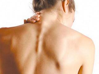 Боль под лопатками при грудном остеохондрозе