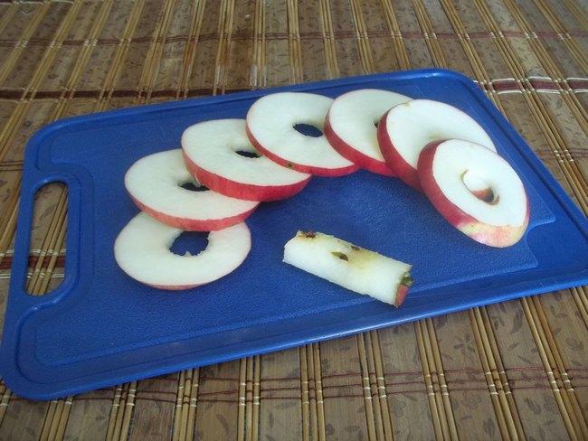Среди яблочных десертов, по праву свое место смело могут занимать яблоки в тесте по-итальянски.