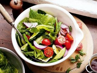Грибной салат с овощами