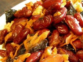 Тушеная фасоль с черносливом, морковью и грецкими орехами