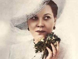 Женщина с синим платочком Клавдия Шульженко