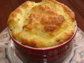 Суфле из курицы - вкусное блюдо, которое подойдет и для детского, и для диетического питания