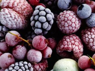 Компот из замороженных фруктов и ягод. Вкусные рецепты напитков