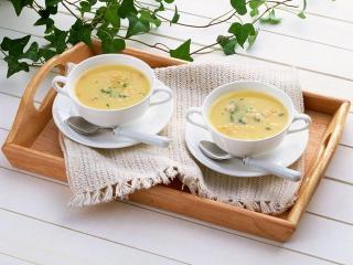 Холодный суп с креветками и авокадо