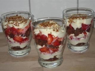 Клубничный десерт с желатином - рецепт с фото