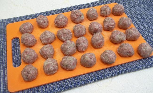 Приготовить фрикадельки можно из любого мяса, а подавать с любым гарниром и на обед, и на ужин.