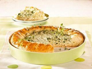 Сытный пирог с сыром и зеленью
