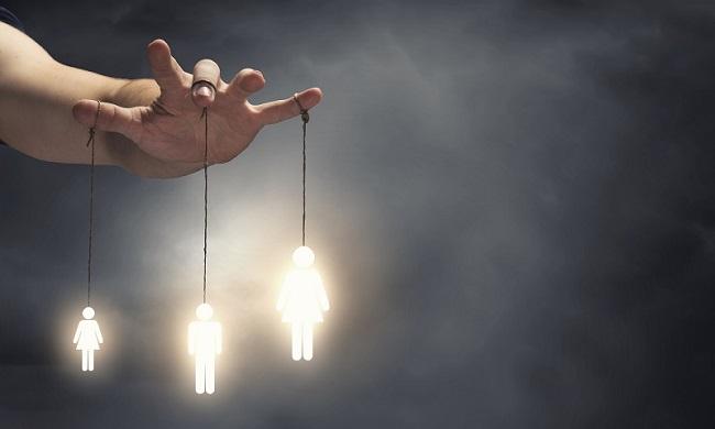 В этой статье мы поговорим о манипуляциях и некоторых приемах, к которым прибегает искусный манипулятор для того, чтобы достичь корыстной цели.