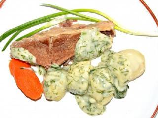 Отварная говядина в укропном соусе