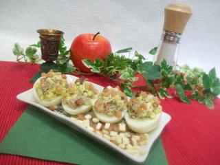Яйца, фаршированные малосольной горбушей. Рецепт с фото