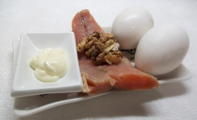 Закуска довольно простая и идеально подходит для легкого завтрака и ужина.