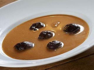 Холодный суп из чернослива с грецкими орехами