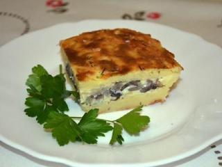 Картофельная запеканка с грибами и шпротами. Простой рецепт обеда или ужина.