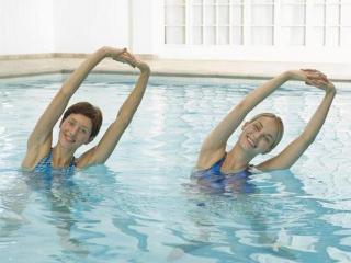 Гидропроцедуры и аквагимнастика против ожирения