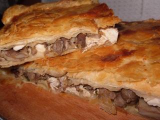 Открытый пирог с мясом  и грибами