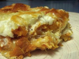 Запеченный картофель с квашеной капустой и копченой грудинкой