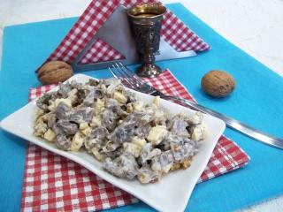Мясной салат с грецкими орехами и шампиньонами. Рецепт с фото