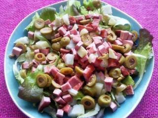 Салат с колбасой и зеленью